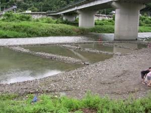 つかみ捕り用の池