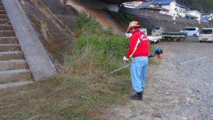 実行委員ではないのですが、井本公平さんが会場出入口の草を率先して刈ってくださいました。