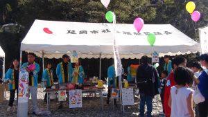 社会福祉協議会による募金活動では募金をすると風船やわたがしがもらえます。