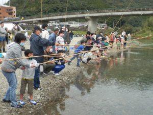 100人ずつ釣りが出来ます。